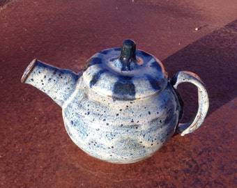 Teapot, blue with stripes on the lid
