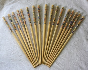9 pairs of matching wooden chopsticks w/ floral decoration