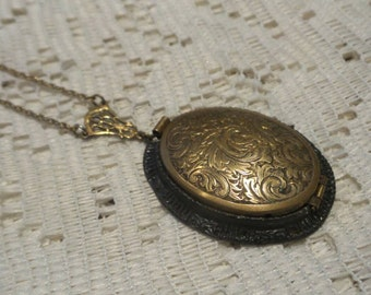 4 Picture Locket Victorian Vintage Pendant