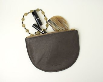 Leather cosmetic bag in Taupe
