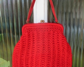 vintage red knit hand bag, knitted bag, red purse, retro purse, vintage purse, red bag, 1960's purse, sixties purse, boho, made in italy,