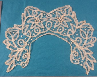 Antique handmade tapelace collar