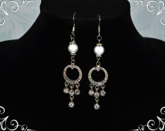 Chic crystal and pearls earrings