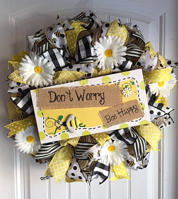 Summer wreath spring wreath daisy wreath bee wreath for Artificial bees for decoration