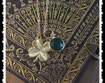 Cuztomised clover pendant with a beautiful birthstone of your choice