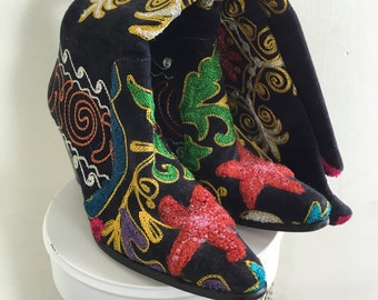 Embroidered Boots // Size EU 37 - US 7