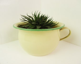 Enamelware chamber pot, enamel potty, yellow / cream with green edge, Kockums, Swedish, shabby
