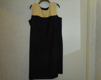 Womens sleeveless Black dress with creme