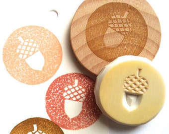 acorn stamp. hand carved circle rubber stamp. woodland stamp. autumn crafts. thanksgiving scrapbooking. decorating planner journals