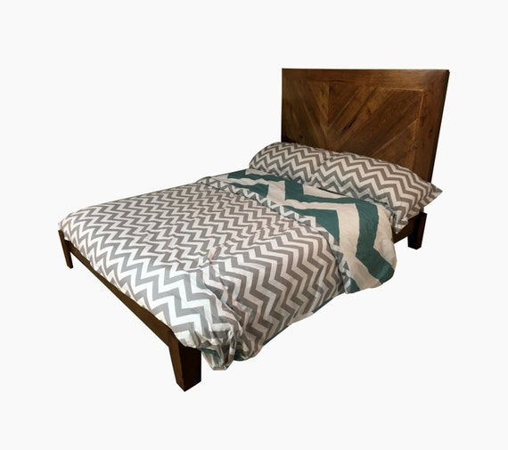 rustic headboard and bed frame queen sized chevron in natural. Black Bedroom Furniture Sets. Home Design Ideas