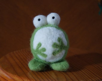 Frog in carded wool (100% sheep)