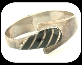 Vintage Designer TJ-41 MEXICO Heavy 925 Sterling Silver with Onyx Hinged Clamper Bangle BRACELET