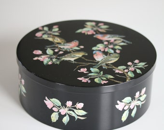 Vintage tin from England with adorable motif