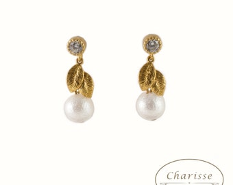 Gold Leaf & Marshmallow Pearl Earring