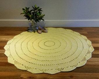Round crochet floor rug