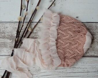 Blossom : Newborn photo prop Bonnet