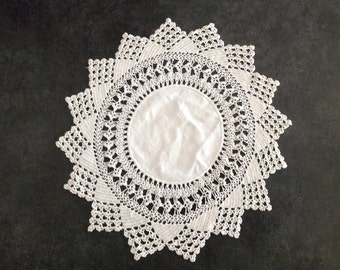 Hand Crafted Crocheted Crochet Doily White Linen Fabric Star Burst Sun Flower Table Furniture Cloth Pad Craft