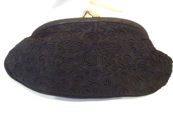 1940' black clutch corded gimp design grosgrain  purse with goldtone kiss clasp, vintage