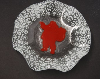 Art Gll Dish With a Christmas Design
