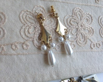SALE: Gold Dangle Pearl Earrings, Vintage Gold Pearl Dangle Earrings, Pierced Earrings, Gold Dangle Earrings, Earrings Gold Dangle, E35