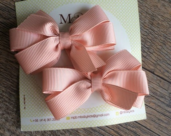 Beauitiful Girls bows with alligator clips