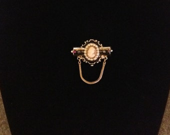Small Cameo Brooch Vintage Costume Jewelry  FREE SHIPPING