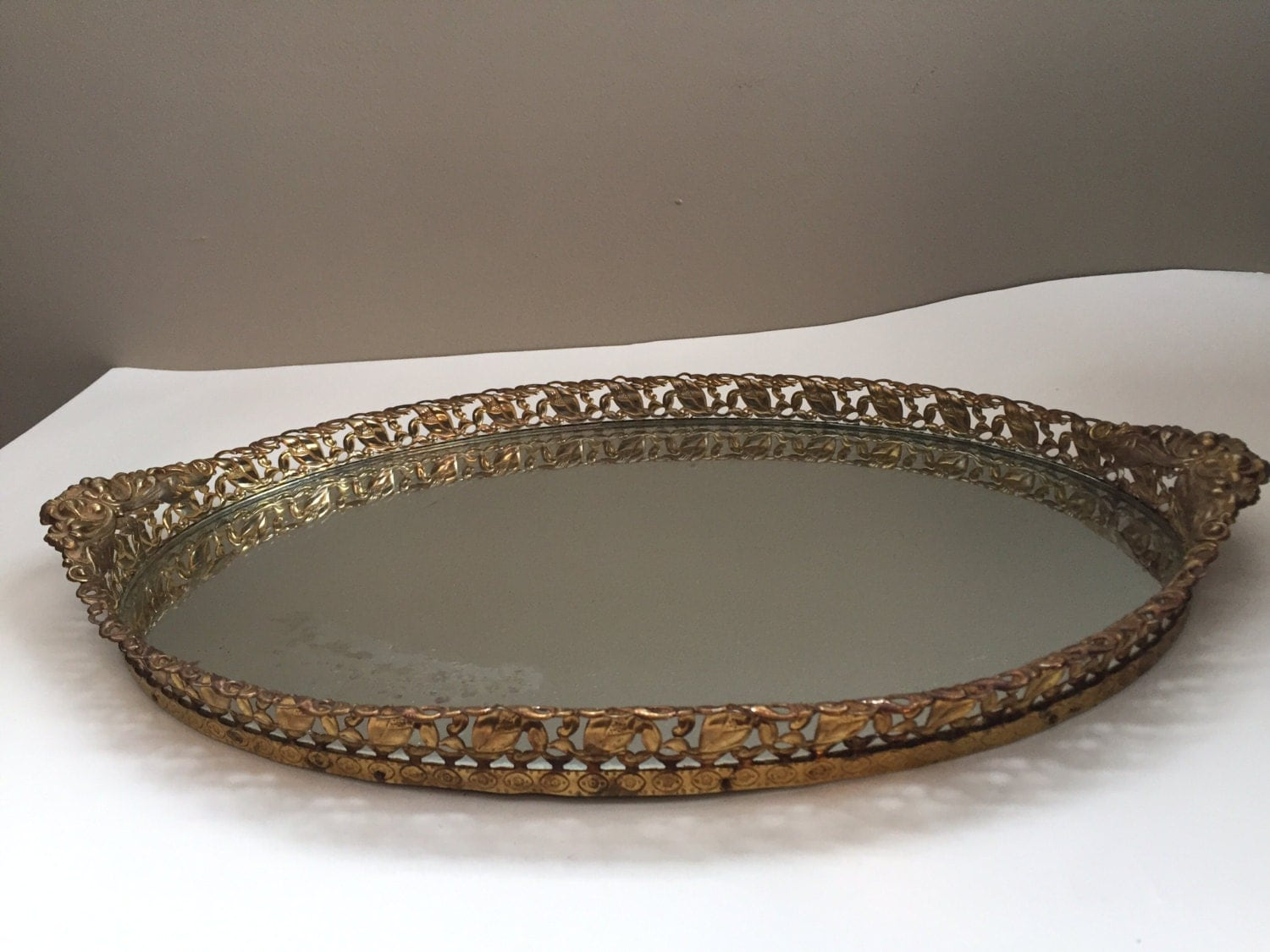 Vintage vanity tray 18 inch oval mirrored vanity tray with a for Mirrored bathroom tray