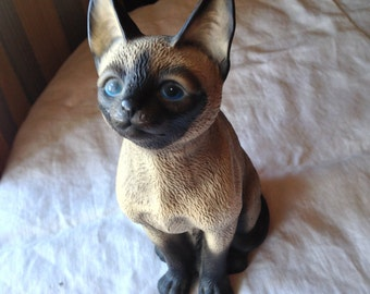 Siamese Cat figurine by House of Global Art