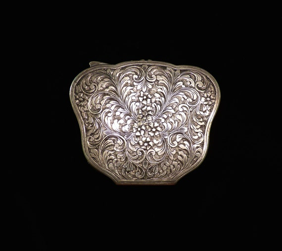 COMPACT ~ ANTIQUE ~ STERLING Silver ~ Clam Shell Compact ~ Beautiful Design on Both Sides