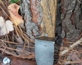 Custom made Oak Handle Damascus Steel Knife
