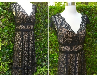 Chic Black Lace and Beige Party Dress//Maxi/Size 6 /Side Zip/Low Cut Neckline