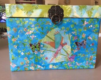 Treasure box, jewelery, sweets - storage box Deco - Gift girl - girl room decor - Flowers Butterflies Birds - Upcycling
