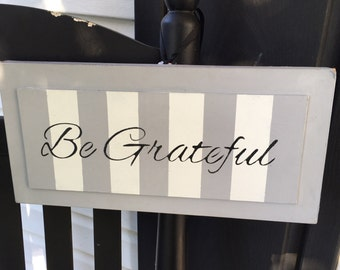 Be Grateful sign wall grey