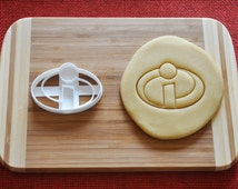 Superhero The Incredibles Logo Cookie Cutter Biscuit Stamp Cake Topper Fondant Gingerbread cutter Baby Shower Gift