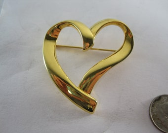 Vintage Trifari Designer Costume Brooch Gold Tone Heart