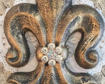 Fleur de lis Magnetic Shade Embellishment