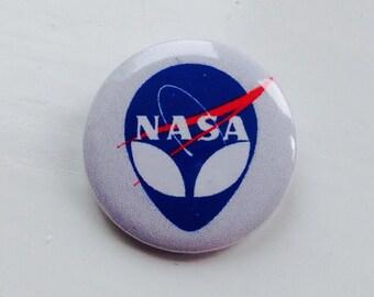 NASA/alien hybrid 25mm pin badge. Cool item,quality pin