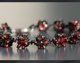 Red and black bracelet Swarovski Elements beads grain of rice rock gardens Japanese carabiner clasp