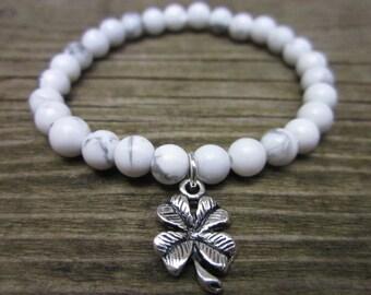 bracelet chance howlite stones - charms clover