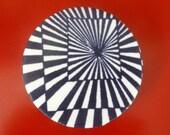 Broche vintage ronde tissu motifs géométriques style vintage