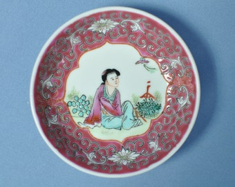 Old Chinese hand painting lady and flower porcelain small disk