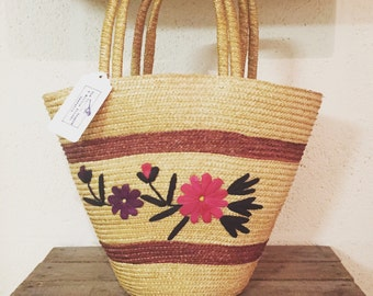 1960s raffia basket/shopping bag with woven flower detail.