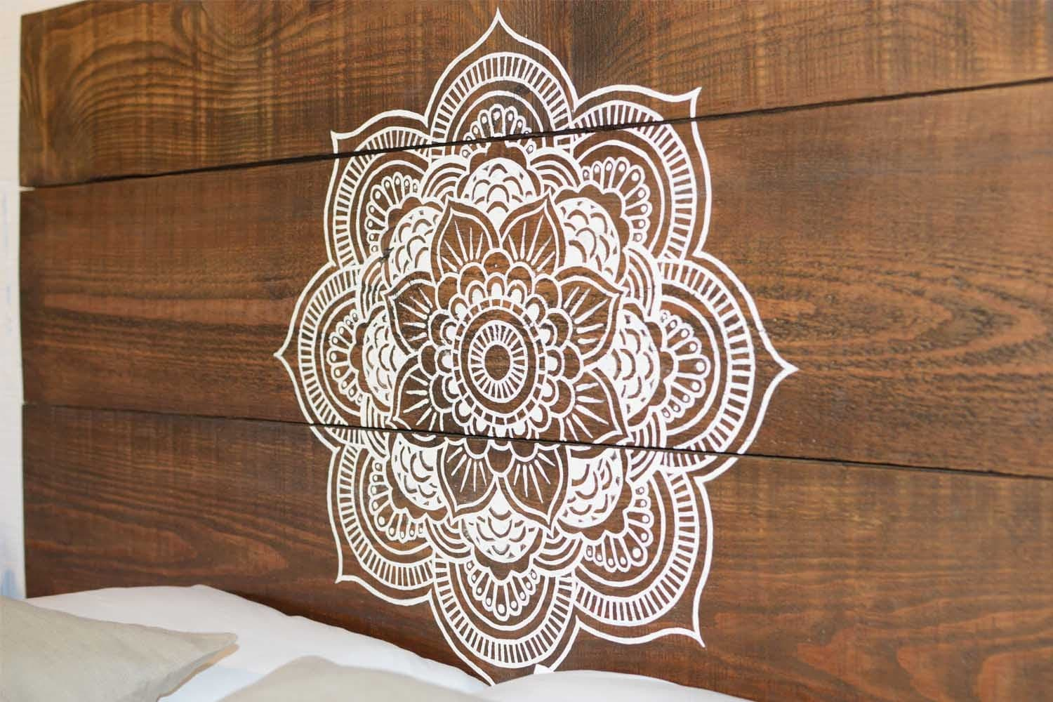 artisanat en bois t te de lit lit mandala zen par mukalihome. Black Bedroom Furniture Sets. Home Design Ideas