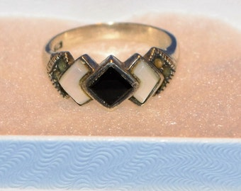 R021 Vintage Sterling Silver with Black Onyx Stone and Mother of Pearl Accents - Size 6.75