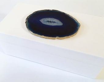 White Lacquer Box Adorned with Blue Agate