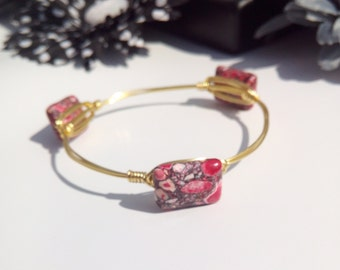 Red and White Marbled Square Bead Gold toned Wire Wrapped Bangle Bracelet