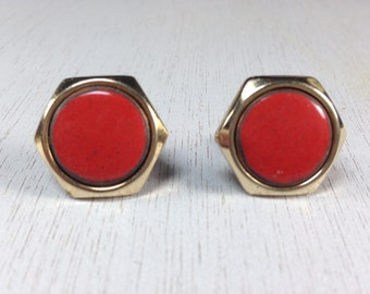 Stunning Vintage Estate Red Cab Gold Tone Screw Back Earrings