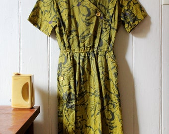 Vintage 1970's floral jungle pattern green dress - Small to Medium
