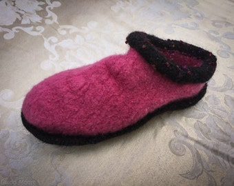 Pink and Black Womens Clog Style Felted Slippers