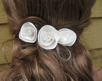 Bridal Hair Comb Wedding Hair Comb with Satin Ivory Flowers Bridal Hair Clip Ivory Flowers Bobby Pin Flowers